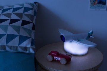 這不是飛機模型!WestJet 智慧夜燈連結家人間的距離