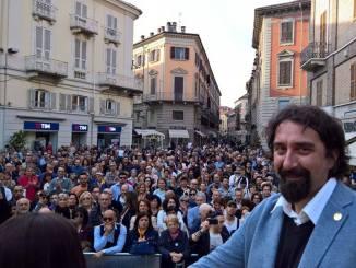 Folla in Piazzetta per Serra e Di Battista. Ecco tutti i candidati a 5 Stelle per Palazzo Rosso CorriereAl 1