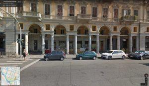 I portici di Corso Roma angolo Piazza Garibaldi, l'antica pavimentazione e la bancarella di Riccardo CorriereAl 1
