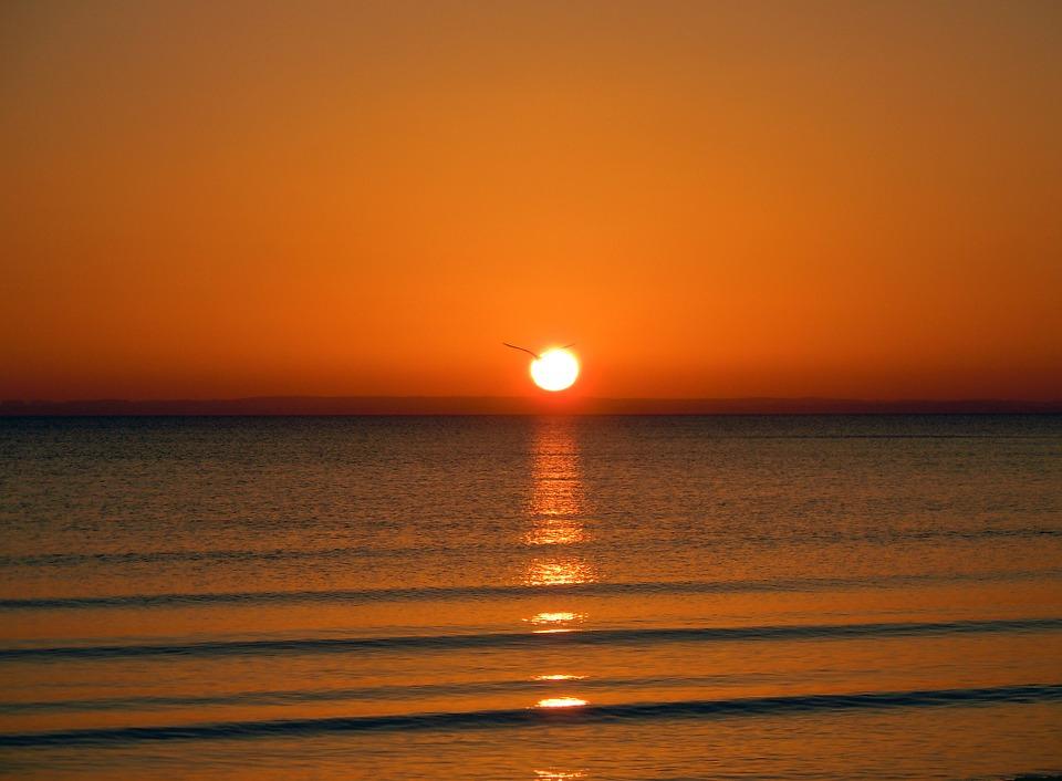 sunrise-on-the-sea-275274_960_720