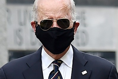 Trump Retweets Hume's Jab at Biden for Wearing Face Mask