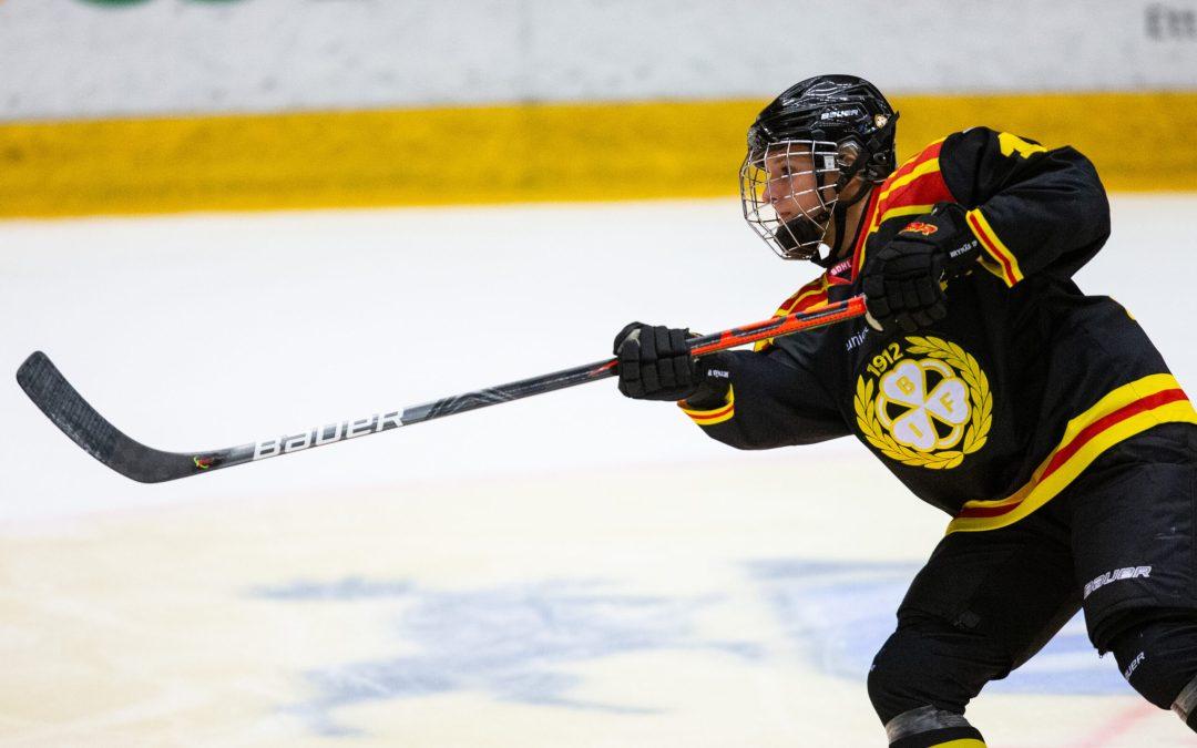 Lara Stalder, Brynäs, första mottagare av Guldhjälmen för SDHL–spelare