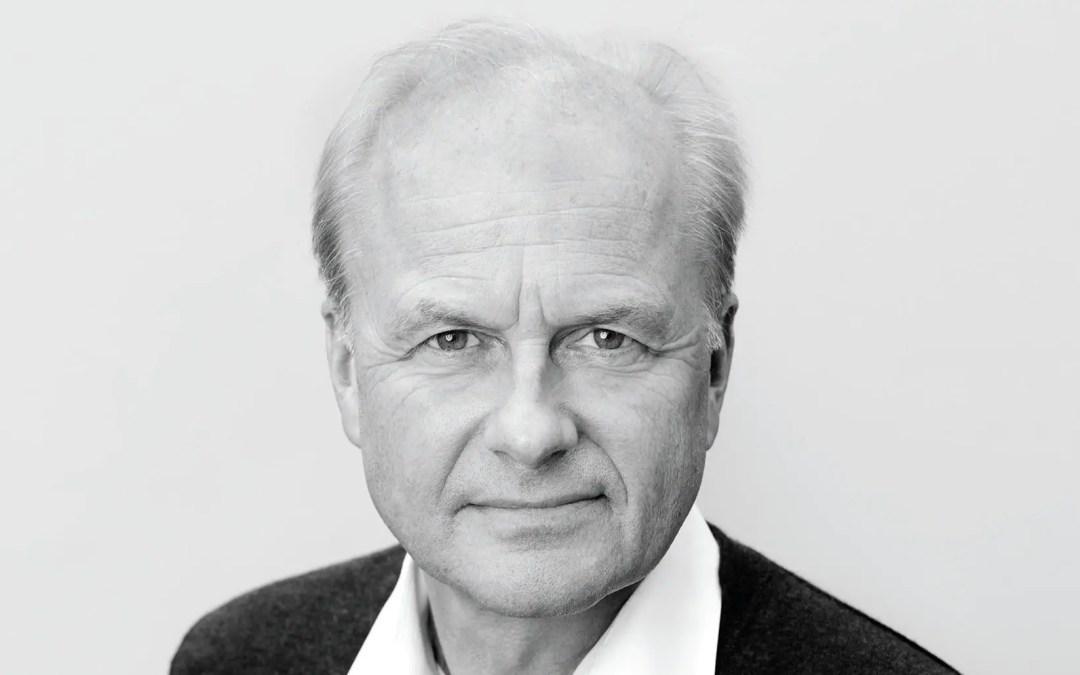 På veggen: Finn Skårderud