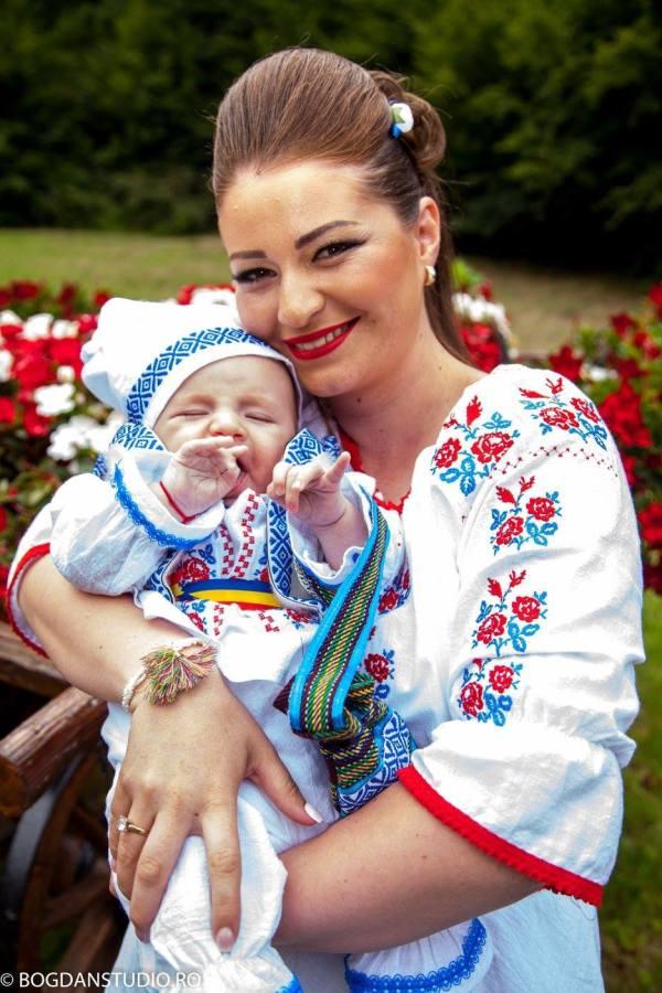 model trandafir moldova rochii traditionale moldovenesti