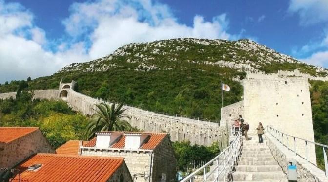 Fast sechs Kilometer lang: die Wehrmauer von Ston