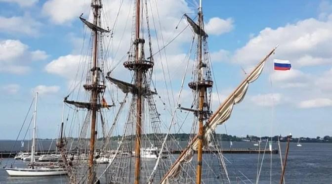 Historischer russischer Dreimaster erstmals in Stralsund 1