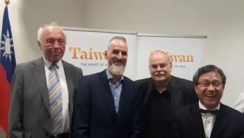 Prof. Dr. Shieh mit den CTOURisten Wieland Scharf (n-tv-Reise), Frank Grafenstein (Agentur neusta Grafenstein GmbH) und Autor Manfred Vieweg (v. r. n. l.)