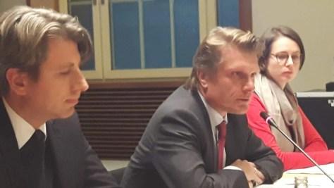 -Staatssekretär Thomas Bareiß (M) mit Regierungsdirektor Andreas Kolbe und Pressesprecherin Anna Sophie Eichler