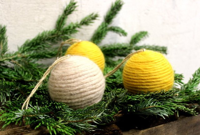 Upcycling: Christbaumkugeln in Wolle hüllen!