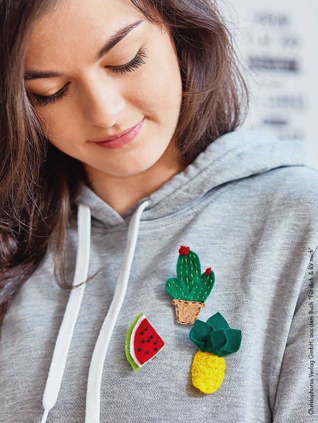 Makerist-Basteln-mit-Kindern-50-DIY-Projekte-Früchte-Broschen
