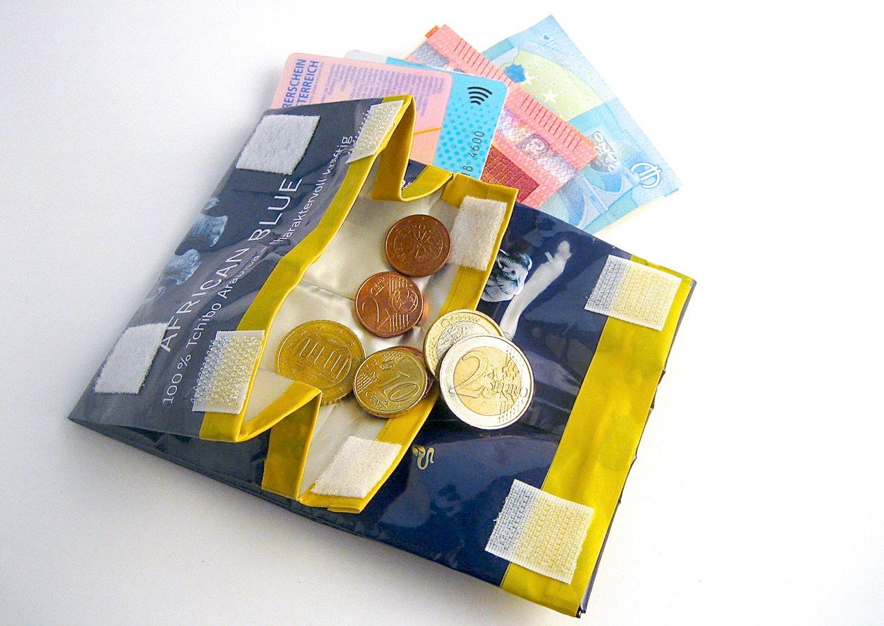 Makerist-Basteln-mit-Kindern-50-DIY-Projekte-Geldbörse-aus-Plastik-Verpackung