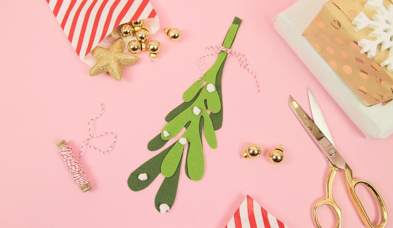 Makerist-Weihnachtsdeko-selbermachen-Mistelzweig-aus-Filz-basteln-1