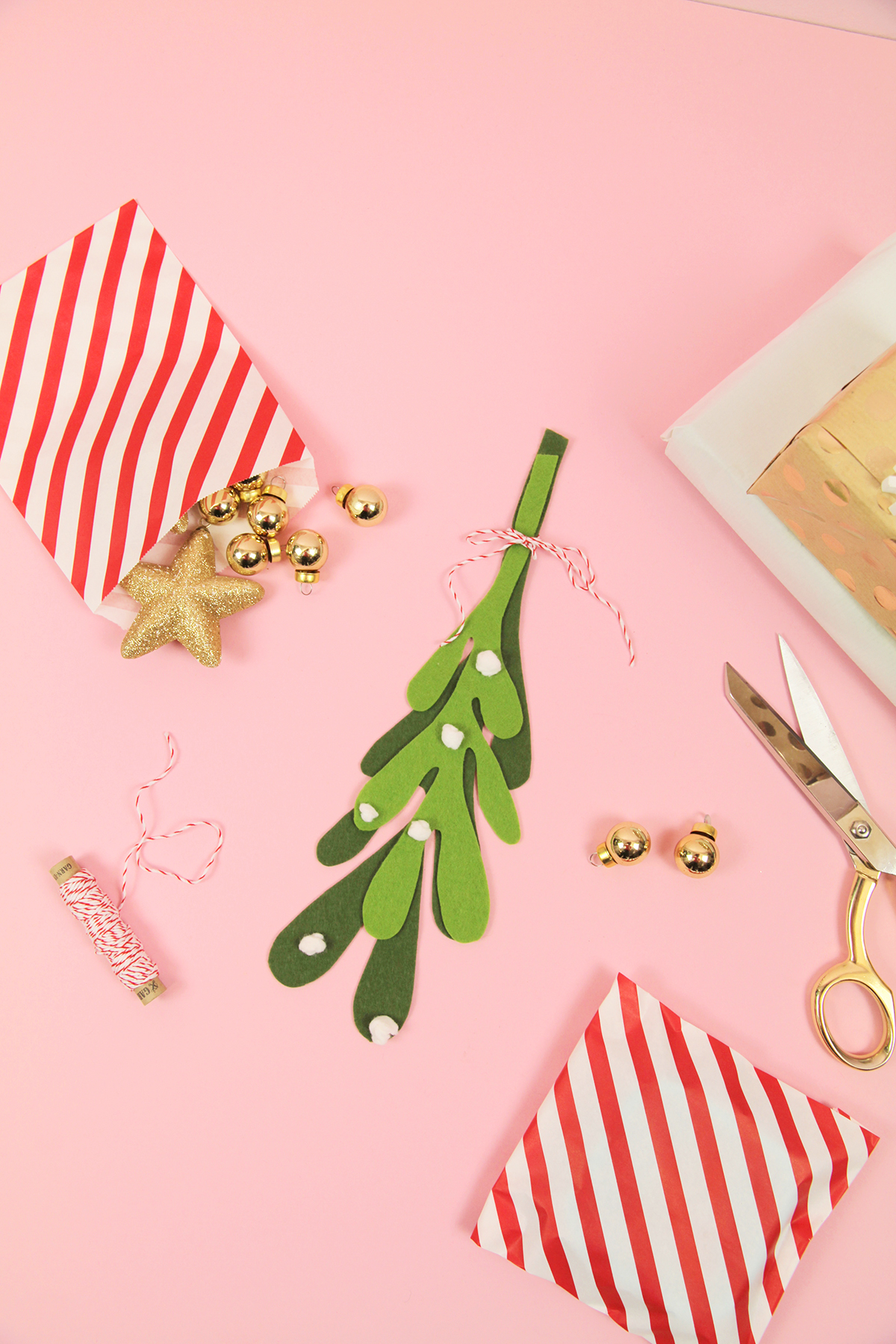 Makerist-Weihnachtsdeko-selbermachen-Mistelzweig-aus-Filz-basteln-8