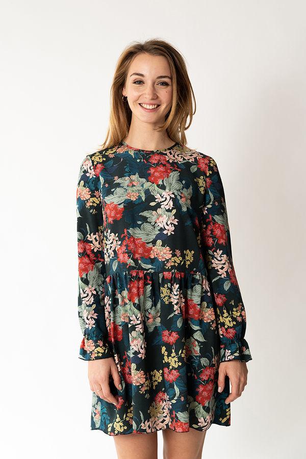 Date-Outfits -zum Selbernähen-14-Anleitungen-und-Schnittmuster-Kleid-mit-Rüschen