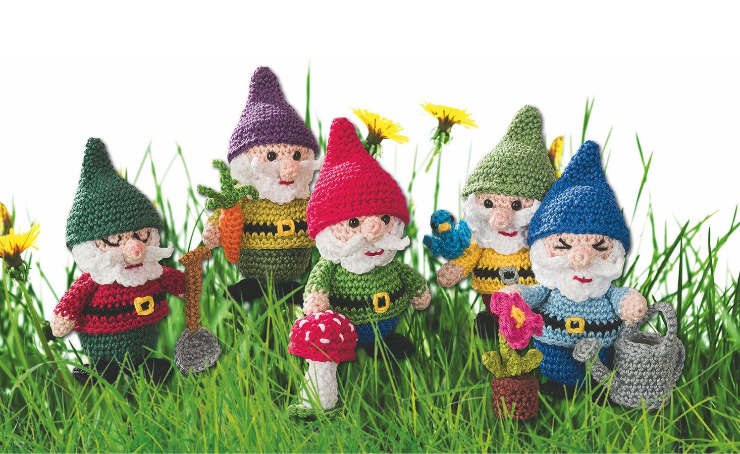 Makerist-Hase-Bär-undCo.-Unsere-17-beliebtesten-Amigurumi-Anleitungen-Gehäkelte-Gartenzwerge-1