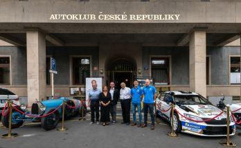 Bugatti-a-Skoda-Fabia-R5-pred-Autoklubem