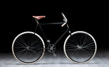 Cycling-fan-starts-LÉtape-du-Tour-on-a-replica-of-120-year-old-SLAVIA-bicycle-1920x1385
