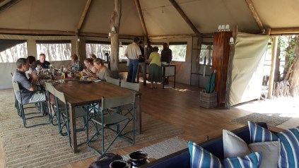A spacious area for family meals © Sango Safari Camp