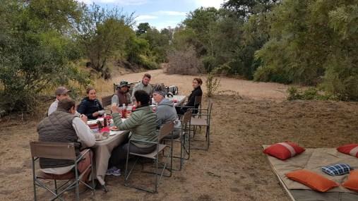 Dinner-in-the-bush-©-Simon-Espley