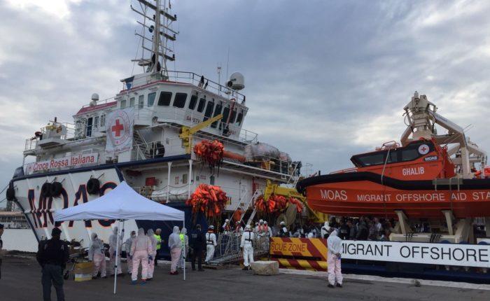 """Trasferire stranieri già presenti sul territorio sulle """"navi quarantena"""" è illegale"""