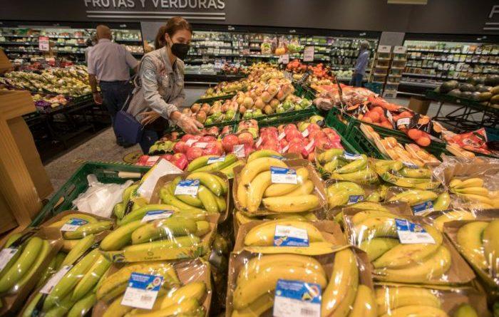 La vendita di frutta e verdura in imballaggi di plastica sarà proibita in Spagna dal 2023