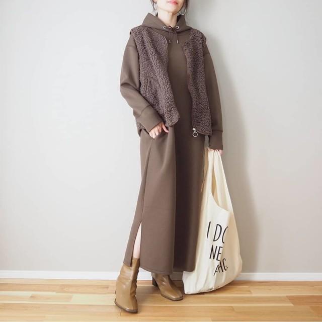 おしゃれさんはどんな「バッグ」を持ってるの? ファッショニスタ愛用品を徹底調査!/かっちり感をやわらげる「ビッグトートバッグ」