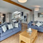 Acorn lounge
