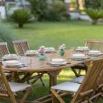 apparecchiare la tavola in giardino