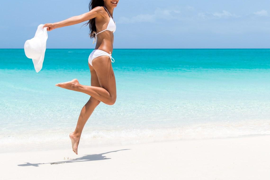 cellulite - ragazza sulla spiaggia