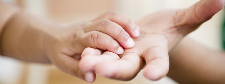 Adozioni monoparentali: il benessere dei minori al primo posto