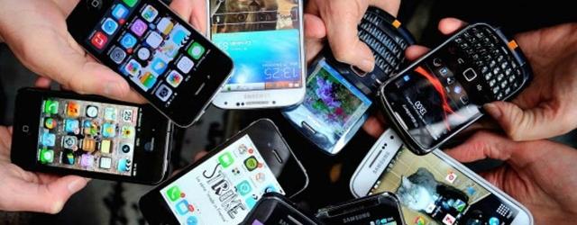 Amore senza limiti: lo strano rapporto fra uomo e smartphone
