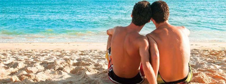 Coppia gay denunciata per troppe effusioni