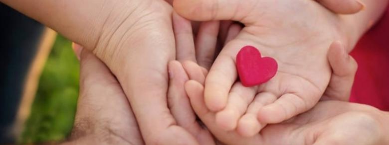 Coppia omosessuale adotta bambina affetta da HIV