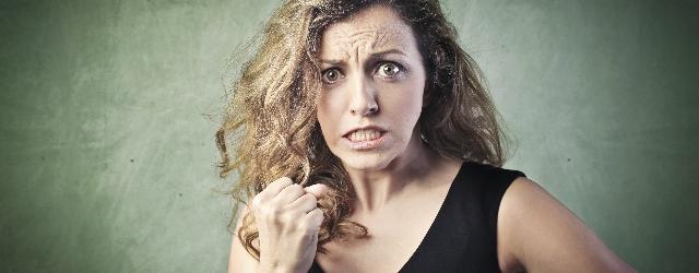 Donna distrugge un'abitazione credendola dell'amante del marito