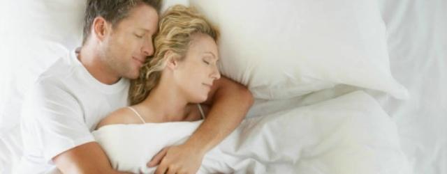 Dormire abbracciati nel sonno è sintomo di felicità