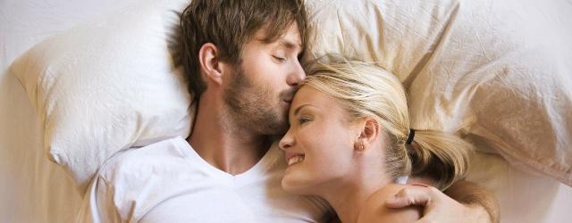 """Il bacio della """"Buona Notte"""" non va più di moda tra le coppie"""