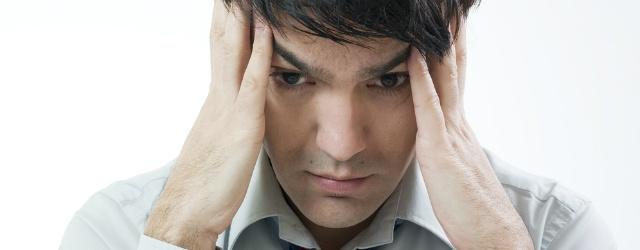 L'emicrania affligge l'uomo durante il week end