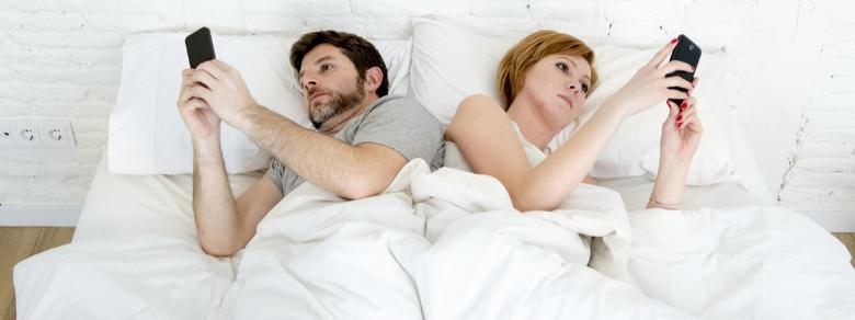 Ossessione social: ecco come evitarla tra fidanzati
