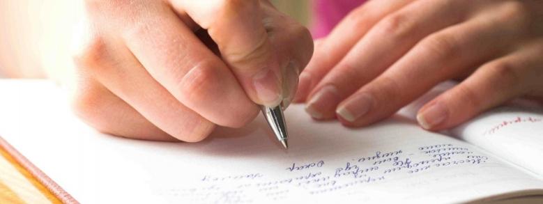 Scrittrice cerca nuova compagna per il marito