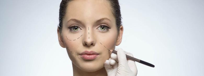 Subisce 15 Interventi di Chirurgia Plastica per Dimenticare la Madre