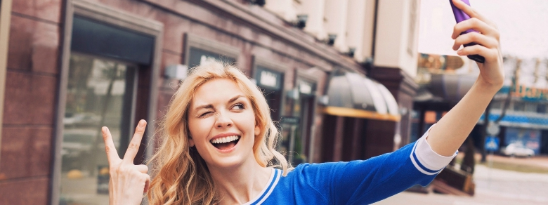 """Troppo selfie """"danneggiano"""" la nostra immagine social"""