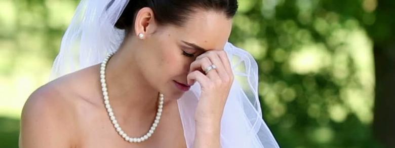 Vende l'Abito da Sposa su Internet per Pagare il Divorzio