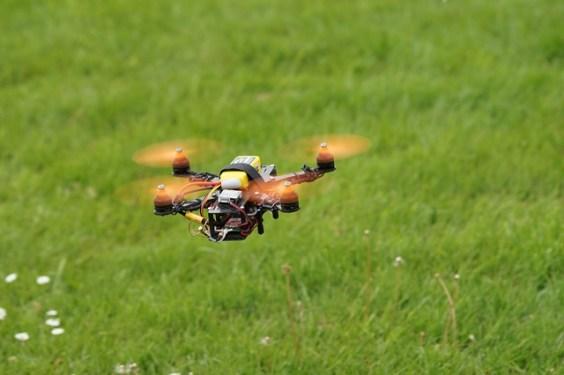 drone-905955_640