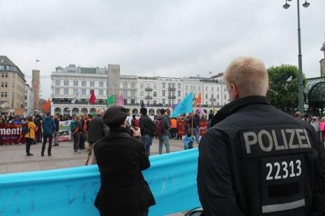 Zwischenkundgebung am Rathausplatz
