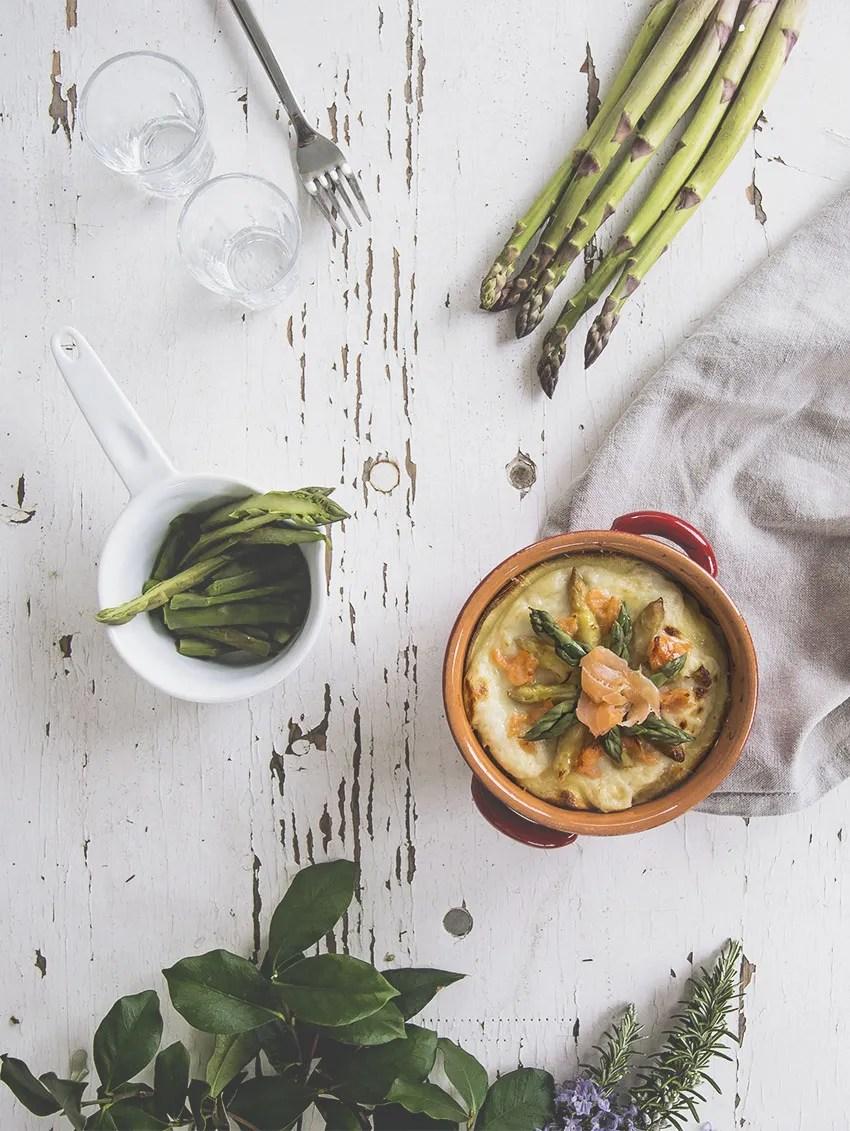 Lasagne di crepes salate con asparagi e salmone