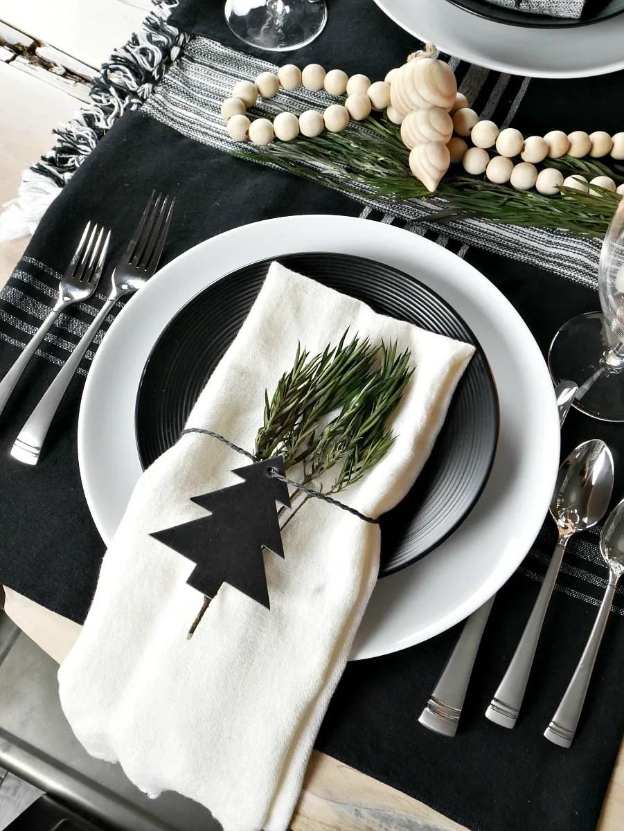 tavola delle feste - segnaposto natalizio nero