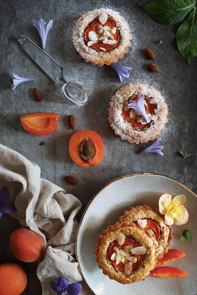 Tartellette frangipane e albicocche con frolla senza burro - la ricetta
