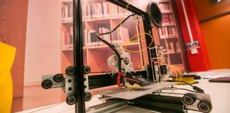 3D Printing in Permanent Future Lab. Photo by Michiel Ton
