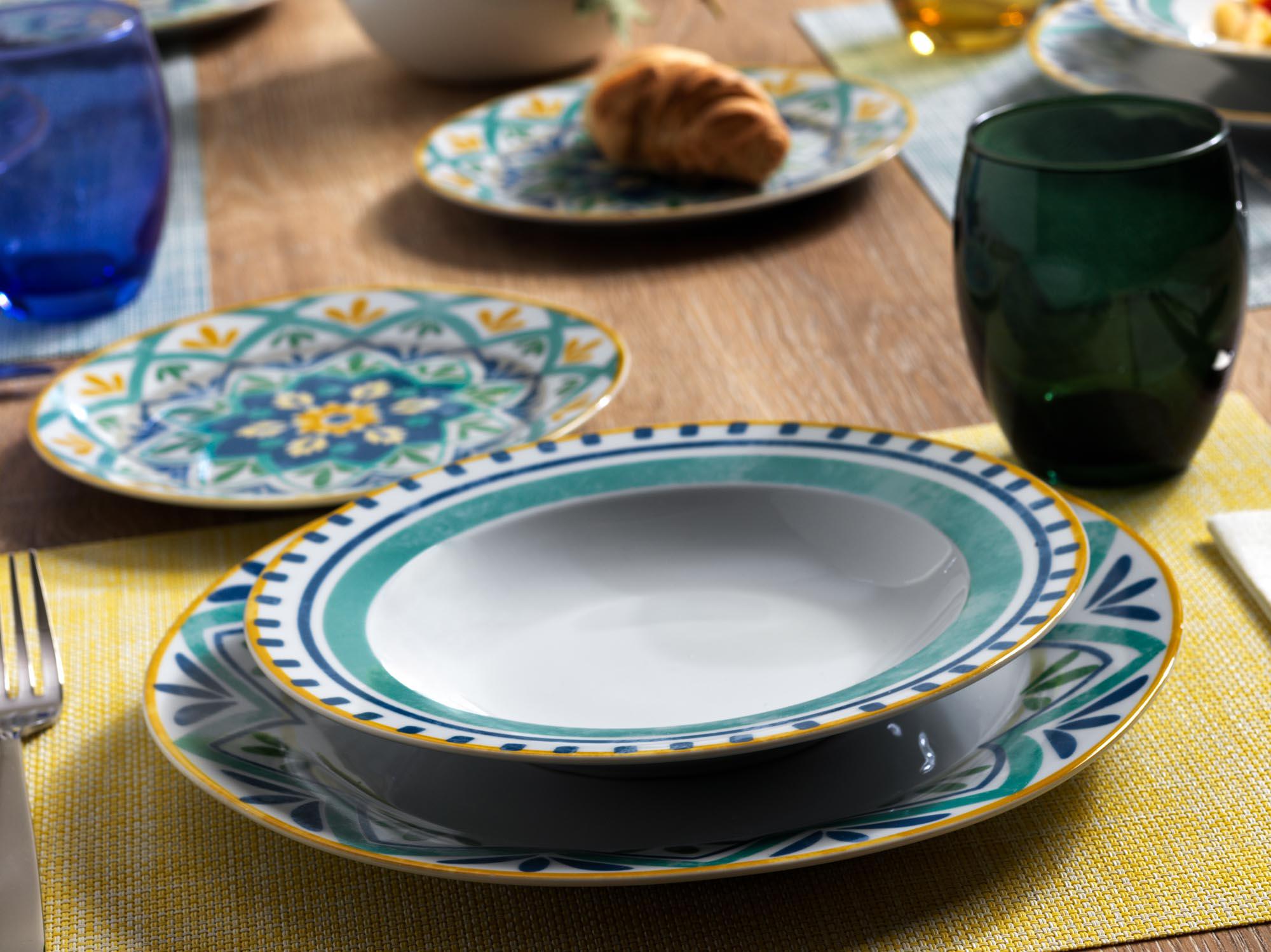 Linea Olimpia Alhambra Tognana - Servizio piatti in porcellana azzurra, blu, gialla e bianca