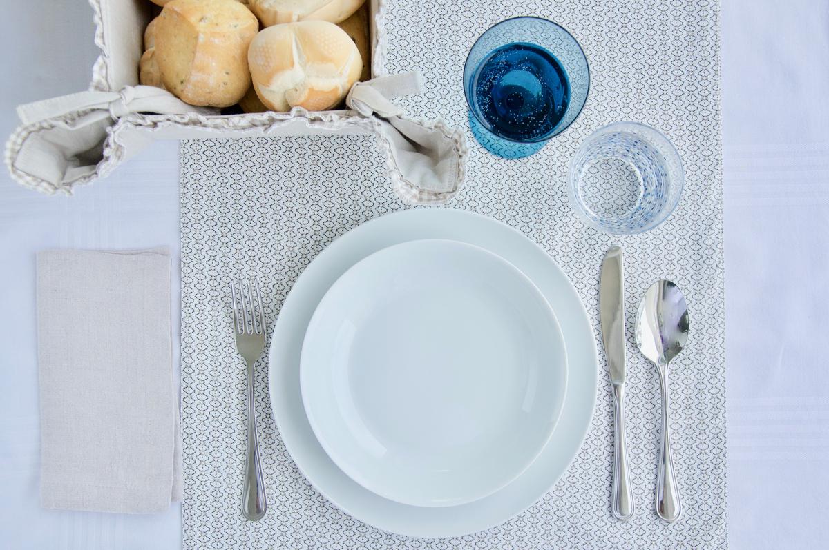 Galateo Tovagliolo A Destra la tavola di tutti i giorni: come apparecchiarla bene